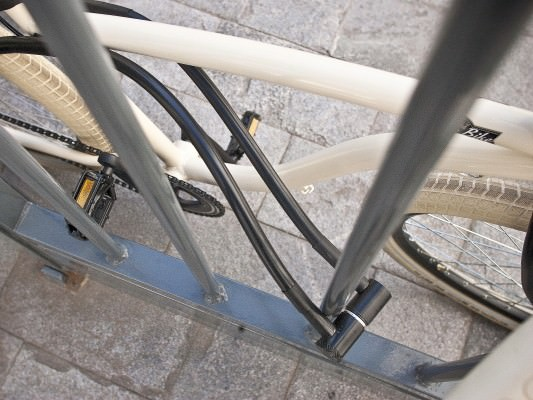 The bicycle lock is designed like this, and the thief collapsed when he saw it